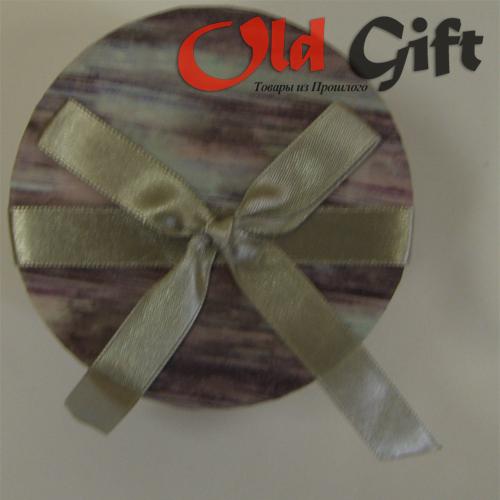 Подарочная коробка Круглая Размеры: 90х90х68 мм Вместимость: до 25 жвачек Love is...* Коробка продается без...